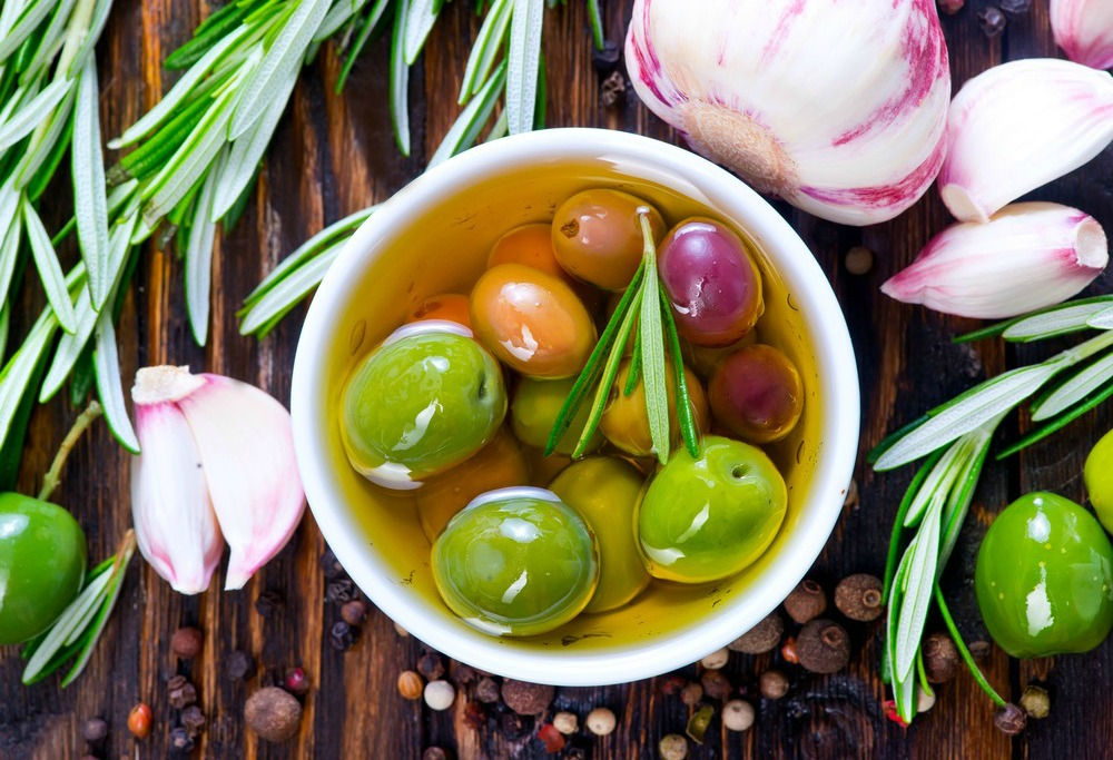 Keep Your Immunity Strong and Skin Looking Young: The Health Benefits Of Olive Leaf