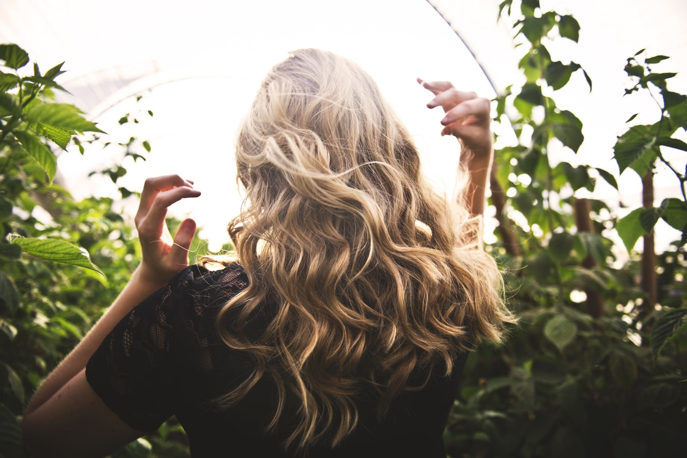 Vacationing For The Holidays? Here Are 8 Simple Ways To Protect Your Hair While Traveling