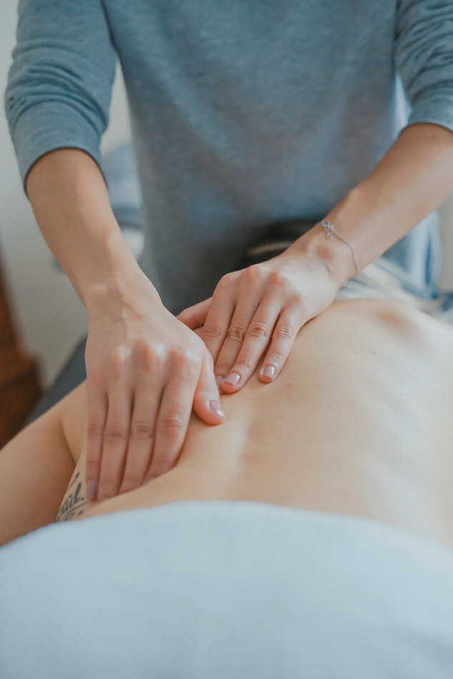 6 Reasons to Book a Prenatal Massage RIGHT NOW